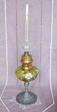 ANCIENNE LAMPE A PETROLE EN VERRE EMAILLE ET PIED EN REGULE