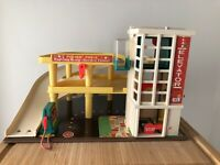 Fisher Price Parking Ramp Service Station  930