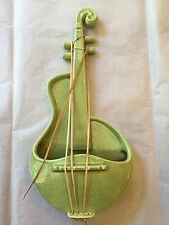 VINTAGE RED WING POTTERY SPECKLED GREEN VIOLIN WALL POCKET # M-1484
