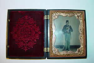 US Civil War Tin Type 1/4 Plate Union Soldier Armed