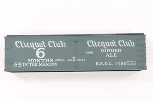 """HO Roundhouse Cliquot Club 36ft """"Old Time"""" Wood-Side Reefer Unassembled Kit"""