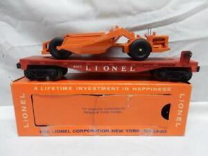 POSTWAR LIONEL 6817 FLAT CAR WITH ORIGINAL ALLIC CHALMERS SCRAPER in OB, C-7 EX