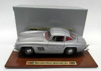 Burago 1/18 Scale Diecast - 3513 Mercedes Benz 300SL 1954 Silver with Plinth
