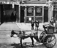 VICTORIAN HANSOM CAB AT OLD BELL TAVERN FLEET STREET LONDON 1884 VINTAGE IMAGE