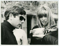 1966 ROMAN POLANSKI & FRANÇOISE DORLÉAC TOURNAGE CUL DE SAC RARE PHOTO ORIGINALE