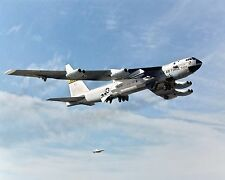 B-52B MOTHERSHIP WITH X-43A TUCKED UNDER WING - 8X10 NASA PHOTO (BB-416)