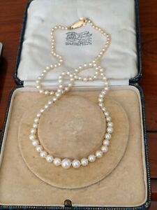 Vintage 18ct Gold Akoya saltwater cultured pearls necklace 18ct safety clasp