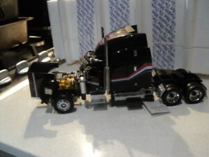 Franklin Mint Peterbilt 379 scale model truck 1:32 in original box