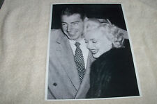 MARILYN MONROE & HUBBY JOE DIMAGGIO 1954 PICTURE PHOTO