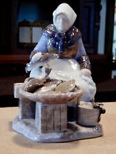 VINTAGE BING AND GRONDAHL LARGER PORCELAIN FIGURINE FISH SELLER WOMAN EXCELLENT