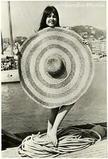 Chantal Kelly's big hat, Original-Photo from 1966