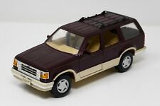 Maisto 1/24 Ford Explorer Eddie Bauer Die Cast Car SUV