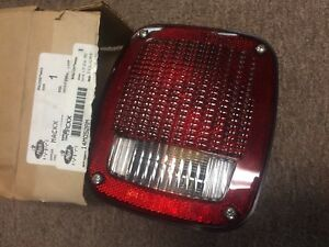 MACK BULLDOG TAIL LAMP 14M052AM NEW NOS