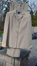 Women's ANN TAYLOR Pant Suit..Petites. Jacket size 6P/Pants 4P.. Shell.. lined