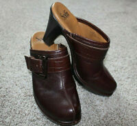 Sofft Mahogany Brown Aviano Leather Buckle Clogs Shoes Mules Womens Size 9.5 NEW