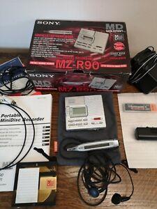VINTAGE SONY WALKMAN MINIDISC MD PLAYER / RECORDER MZ-R90 MINI DISC, BOXED.