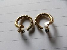 UNUSUAL 9 CARAT YELLOW GOLD SNAKE TEXTURED HOOP STYLE EARRINGS PFW398