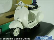 VESPA 150 1956 MODEL SCOOTER BIKE 1:18 SCALE WHITE MOPED MAISTO K8