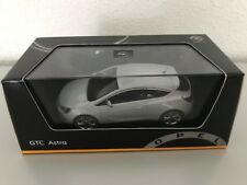 Opel Astra J GTC 1:43 mineralweiß