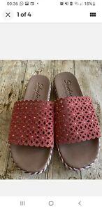 Sketchers Size 5 Dahlia Sandal Mule Sliders Coral