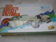 Un kit de plástico de fábrica sellada Lindberg de un Bugatti Royale victoria tipo 41.