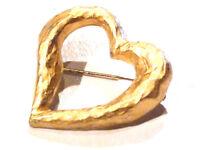 Bijou alliage doré broche créateur coeur Revlon brooch