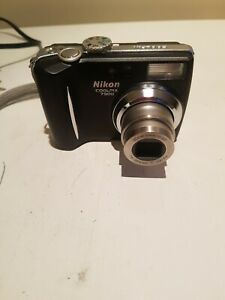 Nikon COOLPIX 7900 7.1MP Digital Camera - black & Silver with Case & charger