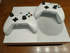 Xbox One S mit 2 Controllern