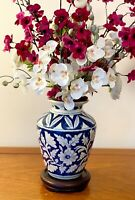 VINTAGE  PORCELAIN CHINESE VASE BLUE AND WHITE ORIENTAL VASES  8 INS TALL