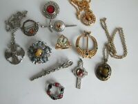 JOB LOT VINTAGE POLISHED AGATE GLASS SCOTTISH CELTIC PENDANTS BROOCHES KILT PINS