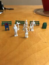 LotScale Unpainted People & 3 Benches Model Railroad Train Gt1