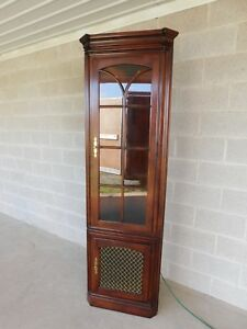 Statton Oldtowne Cherry Chippendale Style 2 Door Lighted Corner Cabinet