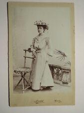 Wien - Josefine Klein im Kleid / KAB