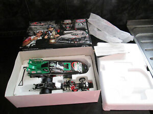 NHRA 1.24 SCALE FUNNY CAR A TRIBUTE TO ERIC MEDLEN BOXED NEW