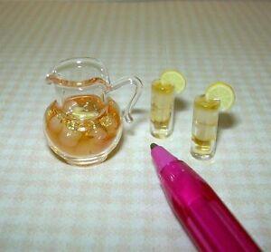 Miniature Glass Pitcher of Iced Tea w/2 Glasses: DOLLHOUSE Miniatures 1:12
