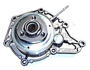 Genuine AUDI A5 S5 Cabriolet Coolant Pump With Vacuum Connection 06E121018C