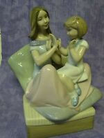2009  LLADRO NAO SPAIN PORCELAIN FIGURINE - 1668 - PAT A CAKE - MOTHER DAUGHTER