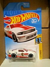 Hot Wheels '07 Ford Mustang Checkmate Series #3/9 White Die-Cast 1:64 Scale New