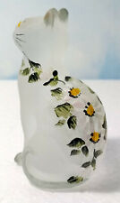 MOSSER GLASS SITTING KITTEN CAT W / WHITE DAISIES & YELLOW EYES ~ SPECIAL ~ NEW