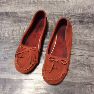 Minnetonka 9.5 Leather Kilty Suede Moccasin Driving Loafers
