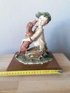 escultura Giuseppe Armani (cola perro rota)