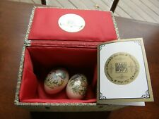 "4402) Yi Lin Arts&Treasures China Pair Of Porcelain Eggs 1987 Gift Box ""Louise""*"