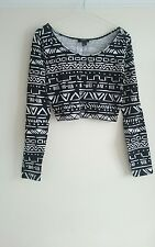 FOREVER 21 BLACK WHITE CROP TOP SIZE L