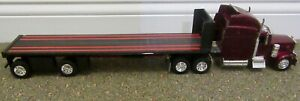 379 Peterbilt  LongHauler Tractor With Trailer  1:32 Scale By New Ray