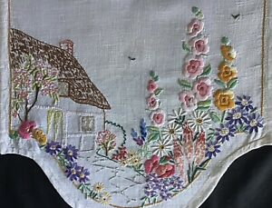 GORGEOUS VINTAGE LINEN HAND EMBROIDERED ANTIMACASSAR~COUNTRY COTTAGE & GARDENS