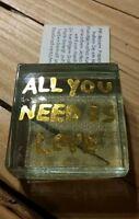 Briefbeschwerer massives Glas Gold ALL YOU NEED IS LOVE Handarbeit Paperweight