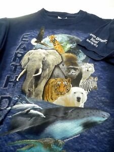2013 EARTH DAY T Shirt Size S Heavy Cotton Gildan Animal Graphic