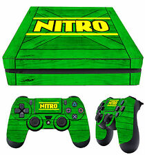PS4 Slim Pelle NITRO Crate CRASH BANDICOOT Verde N sano Adesivi + 2 Pad Pelle Nuovo