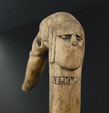 Canne à pommeau de bois sculpté mi-homme/animal cane with carved pommel