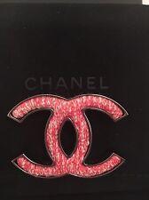 Chanel Rojo Y Blanco Tweed Cc Broche. 100% Autentico. precioso regalo